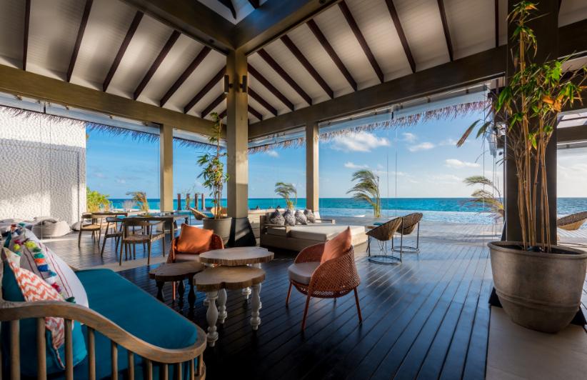 Maldives Luxury Sunset - Luxuriate Life Magazine by Mark Captain