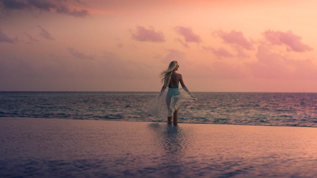 Maldives Sea Life - Luxuriate Life Magazine by Mark Captain
