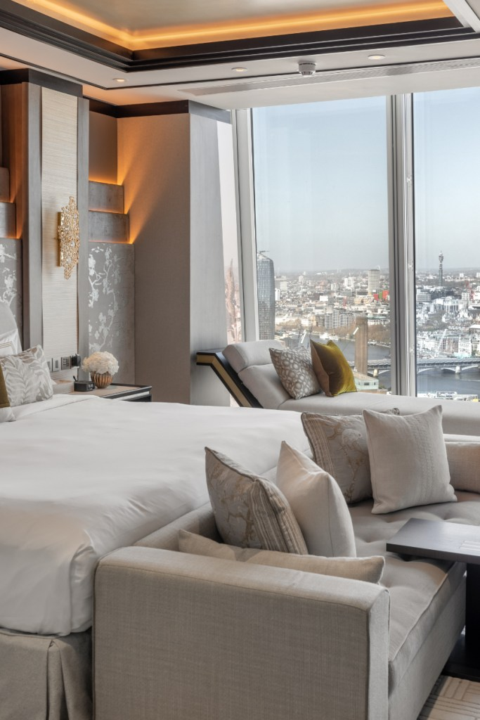 clouds in Shangri-La Hotel, At The Shard Suite Life - Luxuriate Life Magazin by Mark Captain